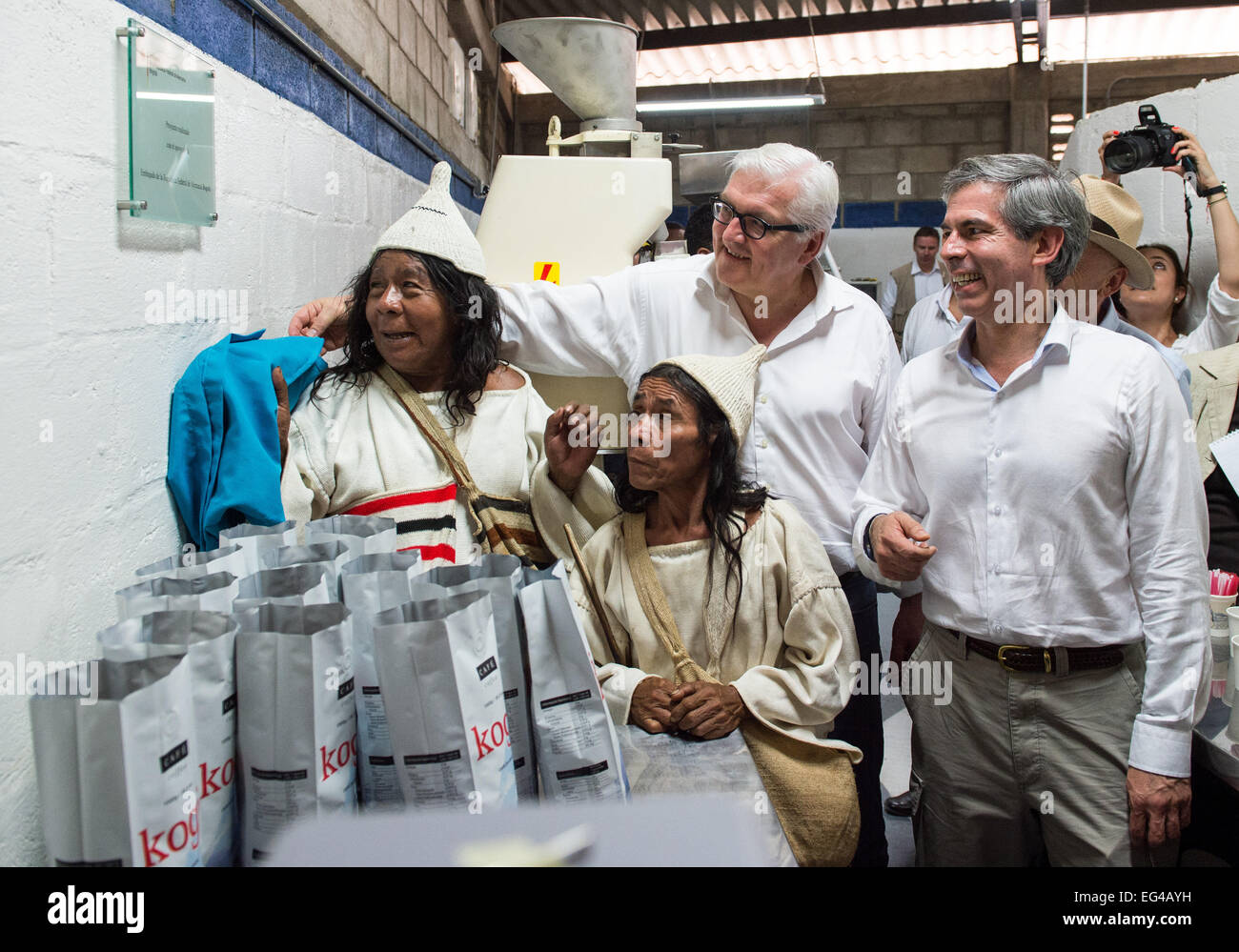Mingueo, Colombia. 15th Feb, 2015. German Foreign Minister Frank-Walter Steinmeier (SPD, 2nd R) stands next to Colombian - Stock Image