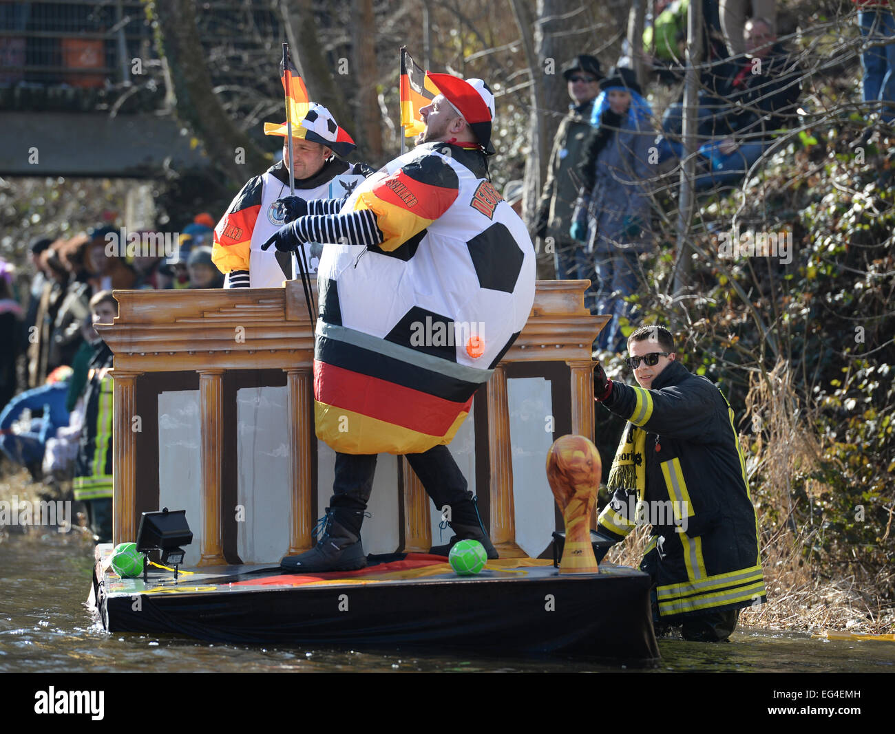 Schramberg, Germany. 16th February, 2015. Andreas Bantle and Joerg Irion ride their tub boat with the theme 'breathless - Stock Image
