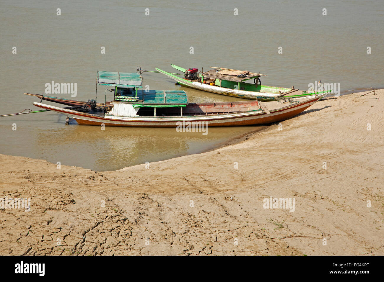 Two traditional longtail motor boats in the Irrawaddy River / Ayeyarwady River, Magwe Region, Myanmar / Burma - Stock Image