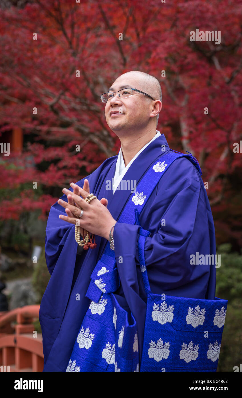 KYOTO, JAPAN - November, 20, 2014: Japanese Buddhist monk in traditional dress, Daigo-ji temple, Kyoto - Stock Image