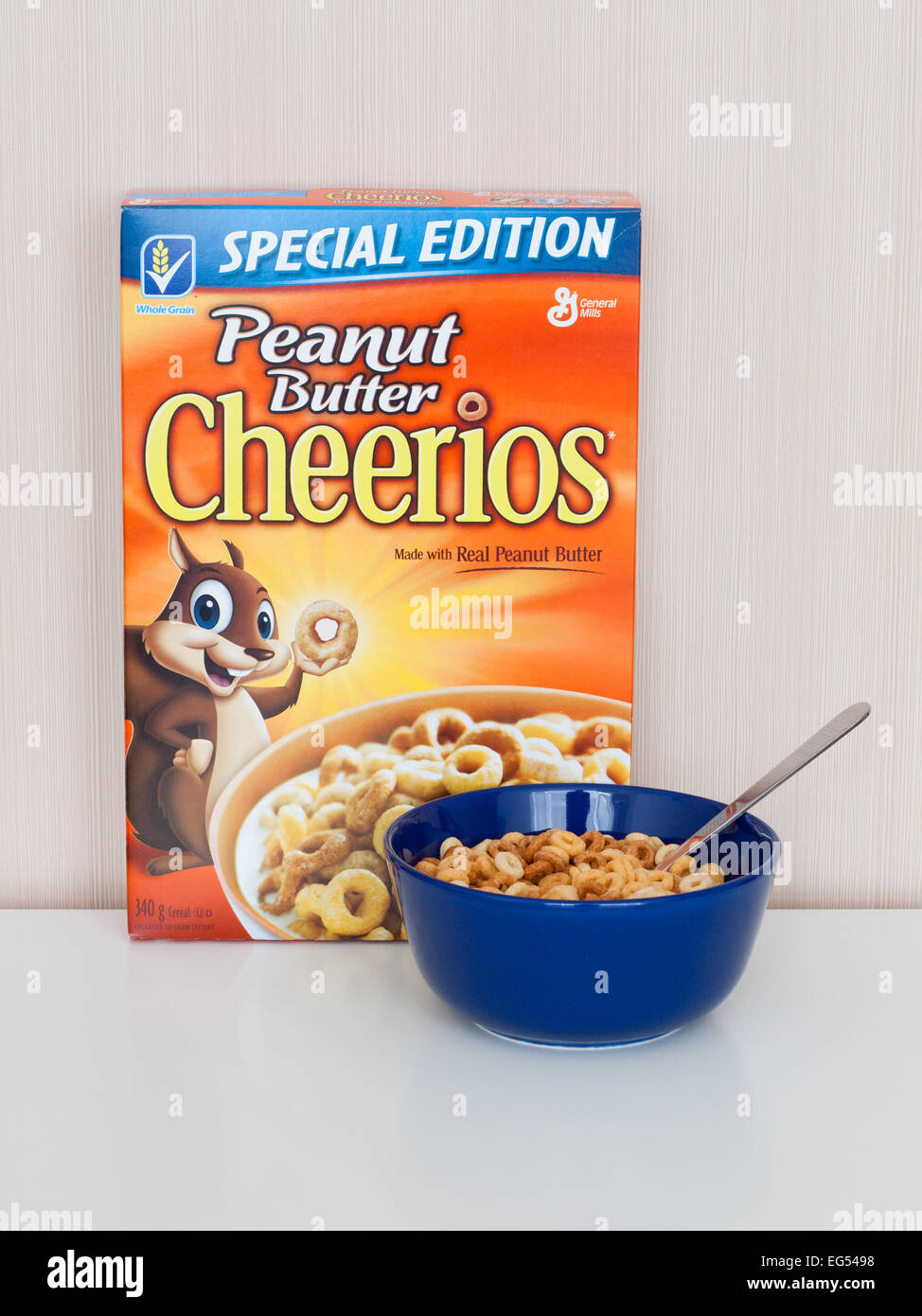 A box and bowl of Peanut Butter Cheerios cereal, produced by General Mills, Inc. - Stock Image