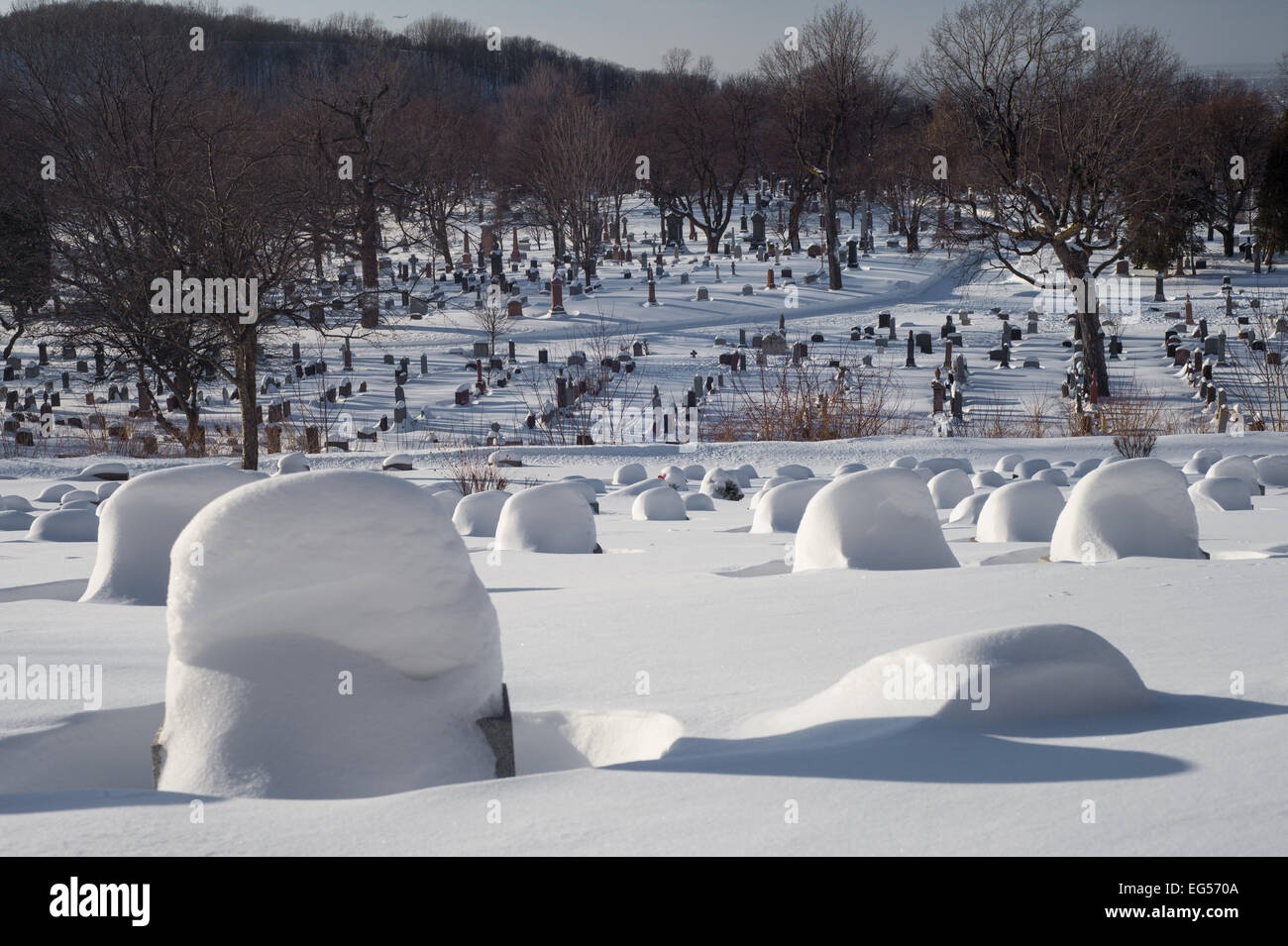 Tombstones covered by snow in an American cemetery - Stock Image