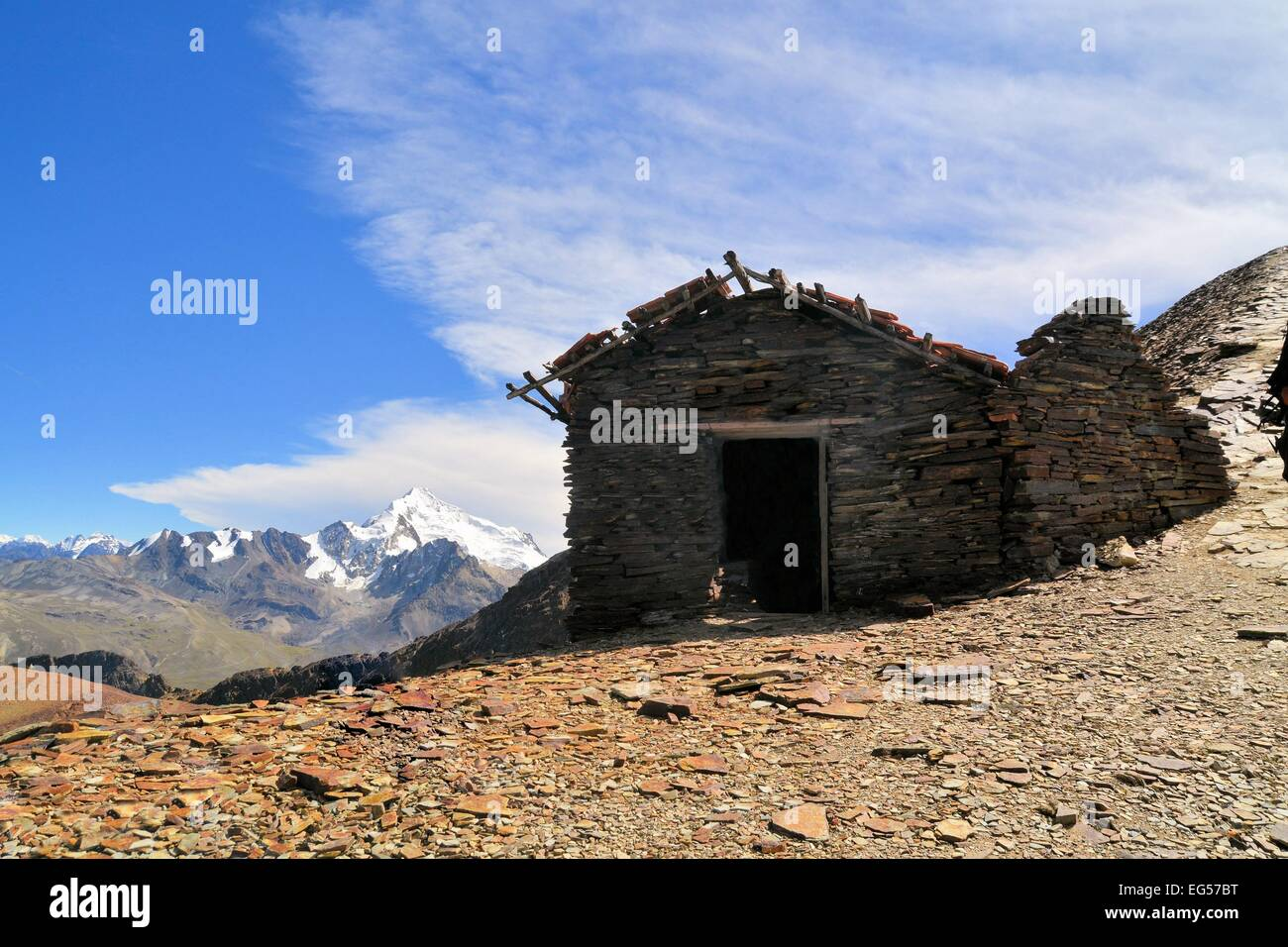 Mountain Hut on Chacaltaya peak, highest ski resort in the world, Bolivia - Stock Image
