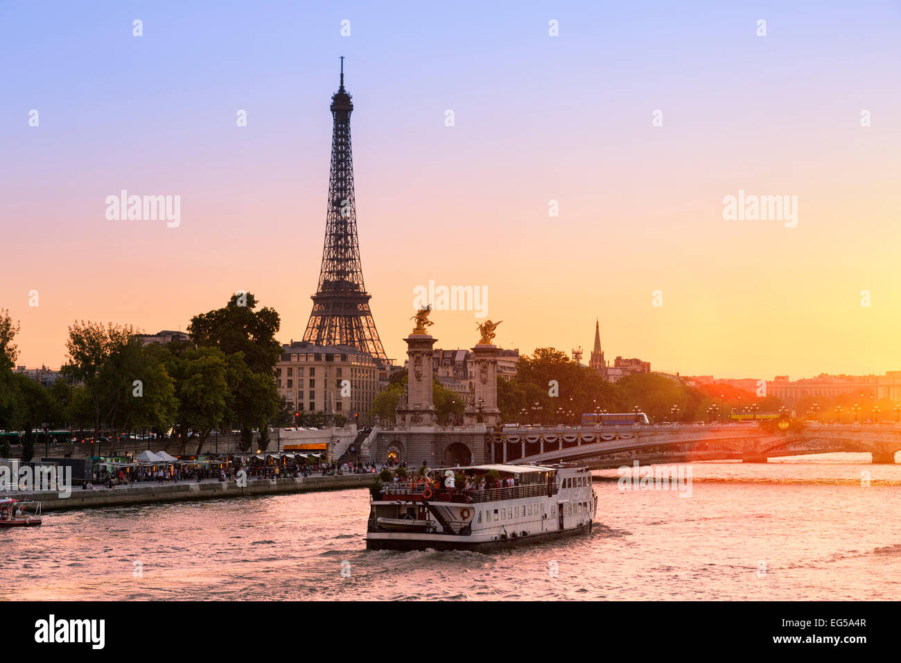 Paris, Tour boat on the Seine river at Sunset - Stock Image