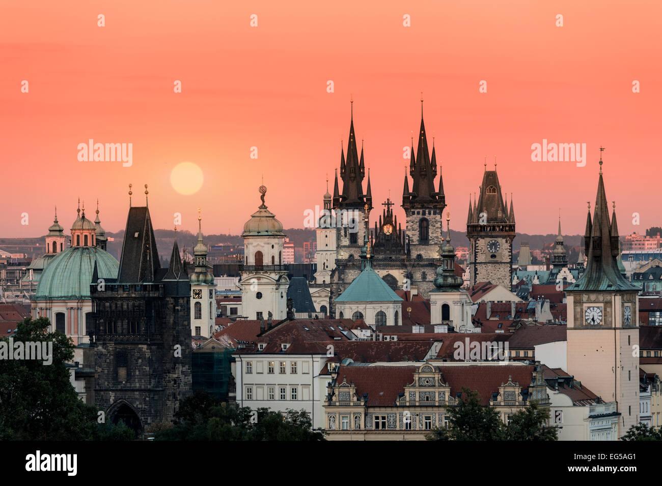 Skyline of Prague at sunrise - Stock Image
