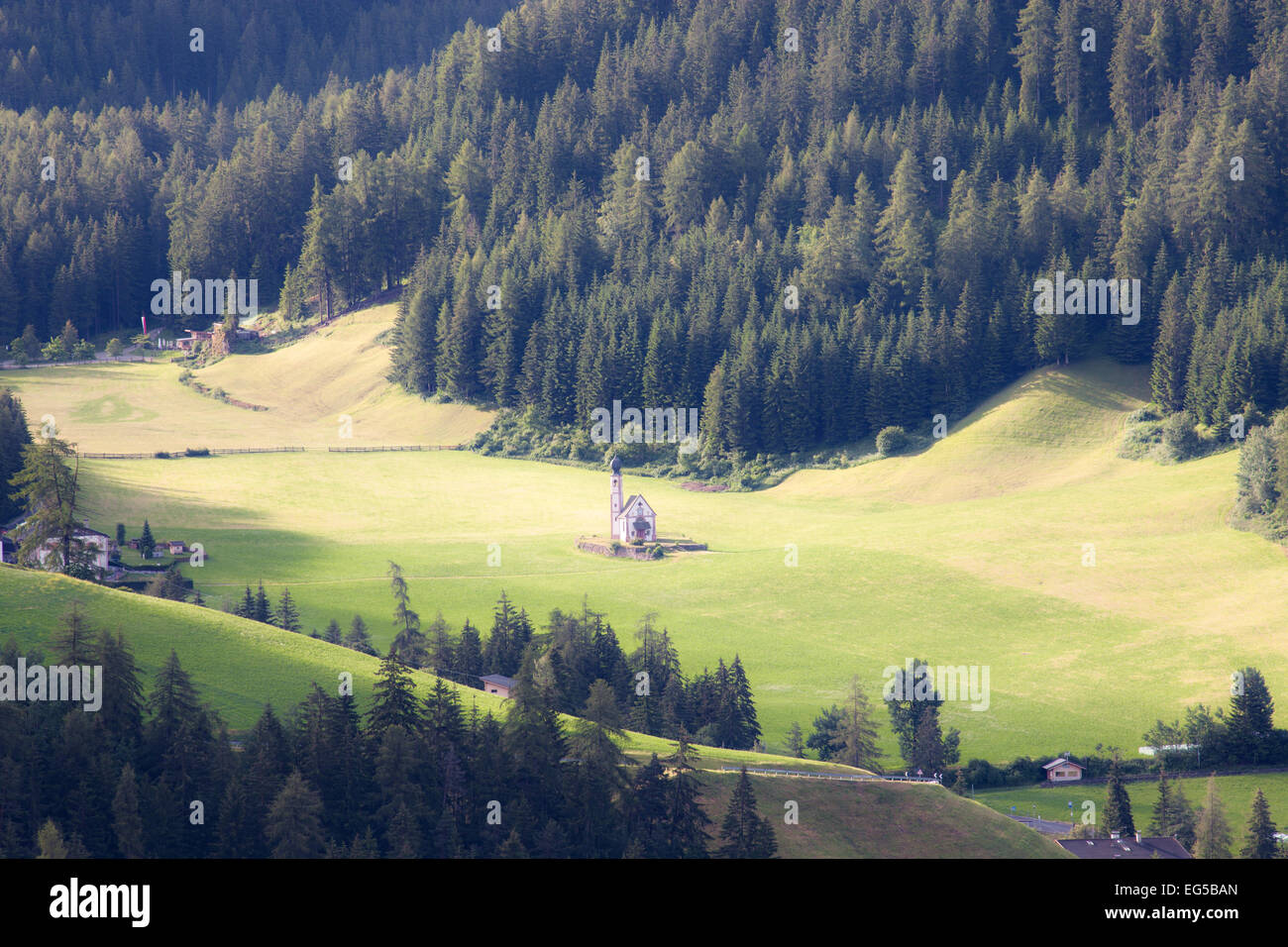 Santa Maddalena church in green alpine valley, Val di Funes, Dolomiti Mountains, Italy - Stock Image