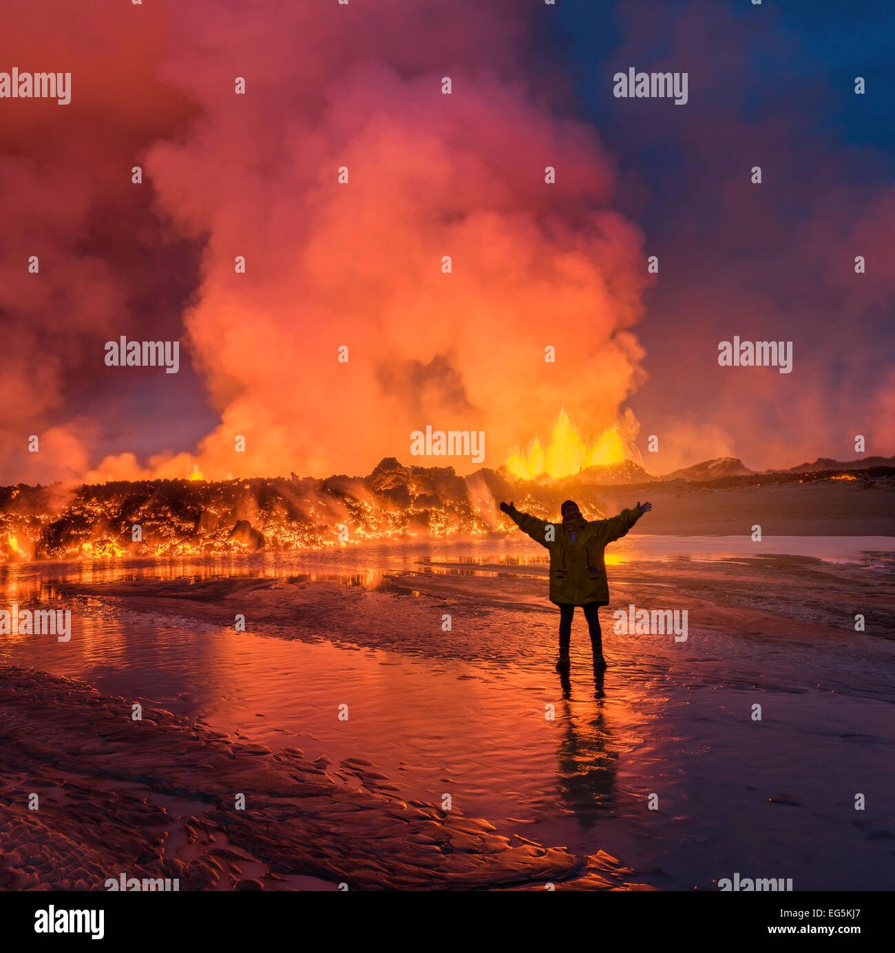 Woman standing by glowing lava at the eruption site,  Holuhraun Fissure, Bardarbunga Volcano, Iceland - Stock Image