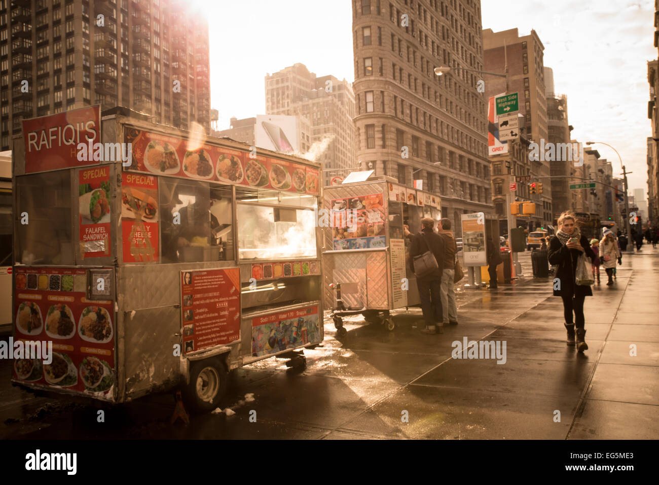 January 9, 2015 - New York City:  Street view along the Flatiron district near Madison Square Park of food cart - Stock Image