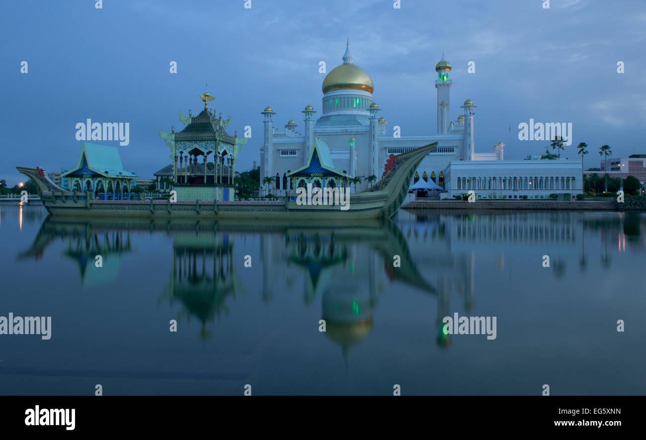 Sultan Omar Ali Saifuddin Mosque, Bandar Seri Begawan, Brunei, November 2013 - Stock Image