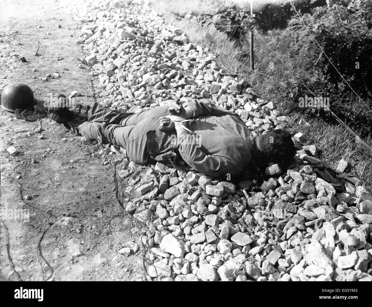 KOREAN WAR (1950-1953) Executed South Korean soldier with hands tied behind his back - Stock Image