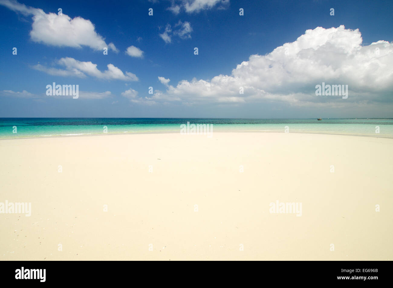 Breathtaking vista of the Indian Ocean off the Zanzibari coast - Stock Image