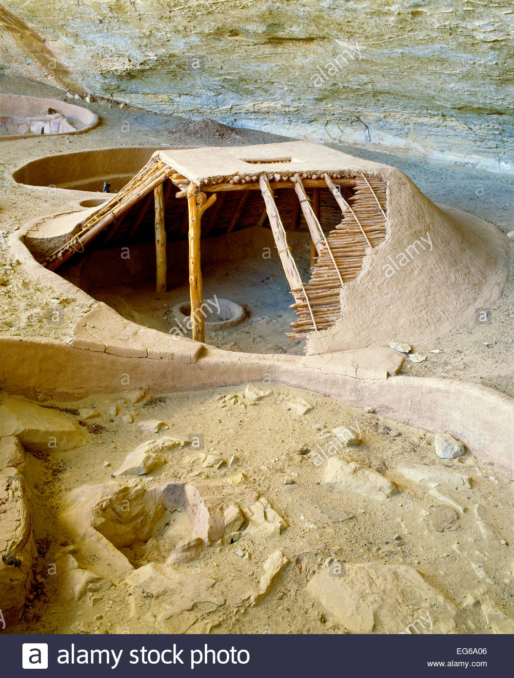 Reconstructed Anasazi Basketmaker pithouse.  Step House Ruin, Weatherill Mesa.  Mesa Verde Na - Stock Image