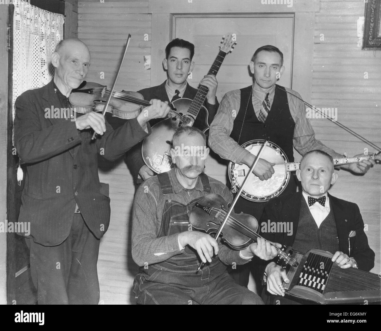Members of the Bog Trotters Band posed holding their instruments, Galax, Va, 1937 - Stock Image