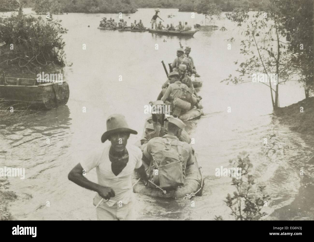 British Indian Army crossing a river in collapsible rubber boats in Singapore, Malaya. Ca. Nov.-Dec. 1941. World - Stock Image