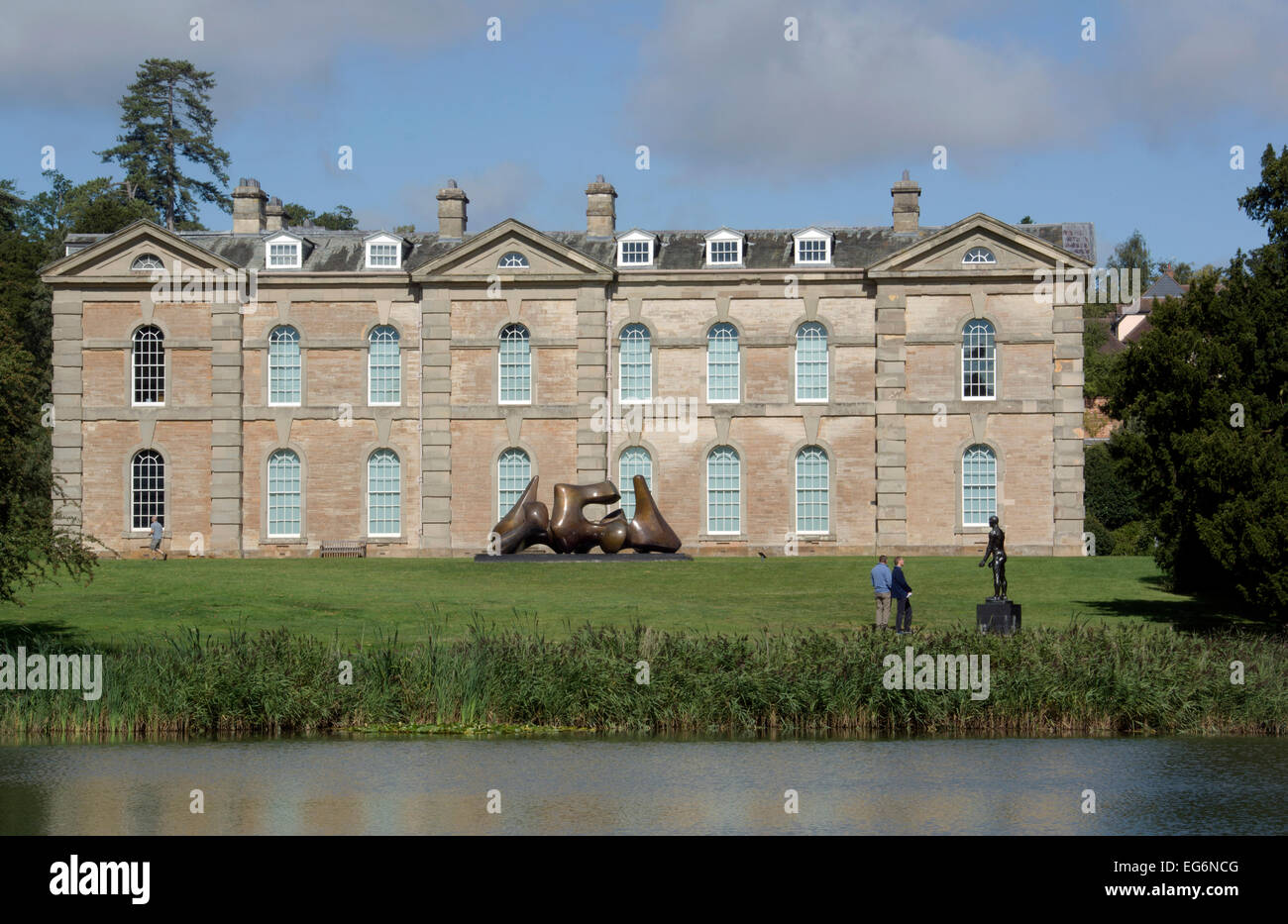 WARWICKSHIRE; COMPTON  VERNEY HOUSE WITH HENRY MOORE'S 3-PIECE SCULPTURE IN F.G. - Stock Image