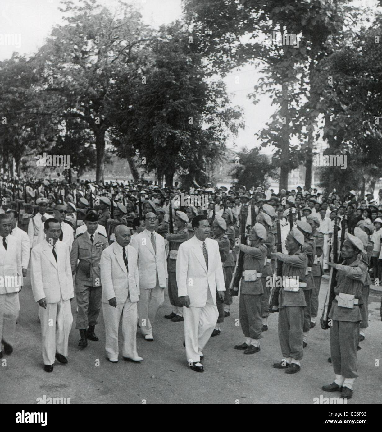Bao Dai Holds An Inspection Of Vietnamese Troops Ca 1949 55 After