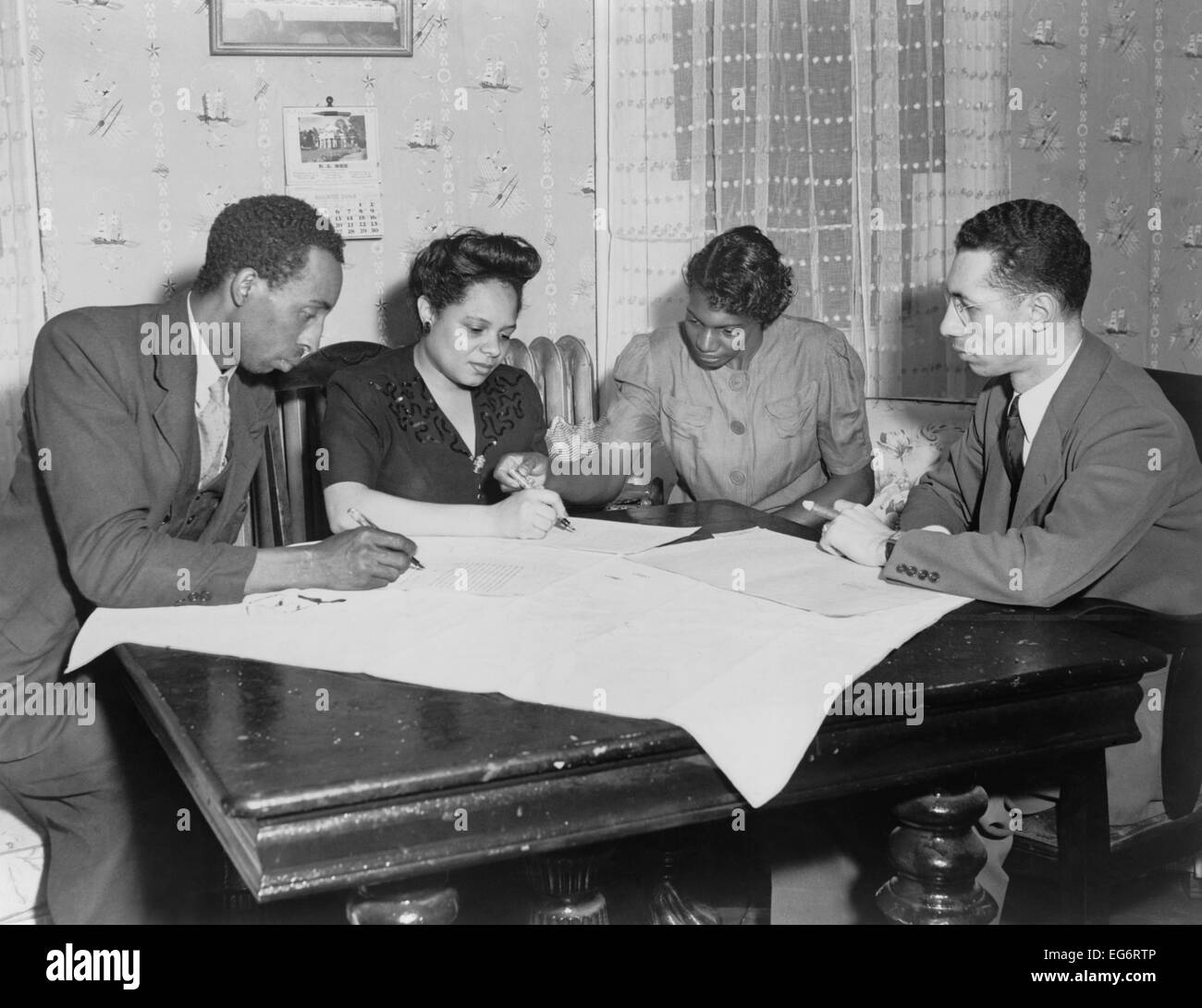 Polly Johnson (2nd from right) is assisted in signing an affidavit for the NAACP. It documented her involuntary - Stock Image