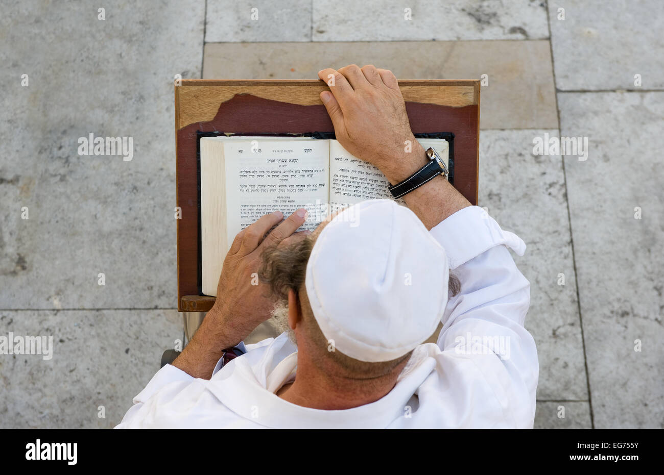 A jewish man is reading in the torah near the wailing wall in Jerusalem - Stock Image