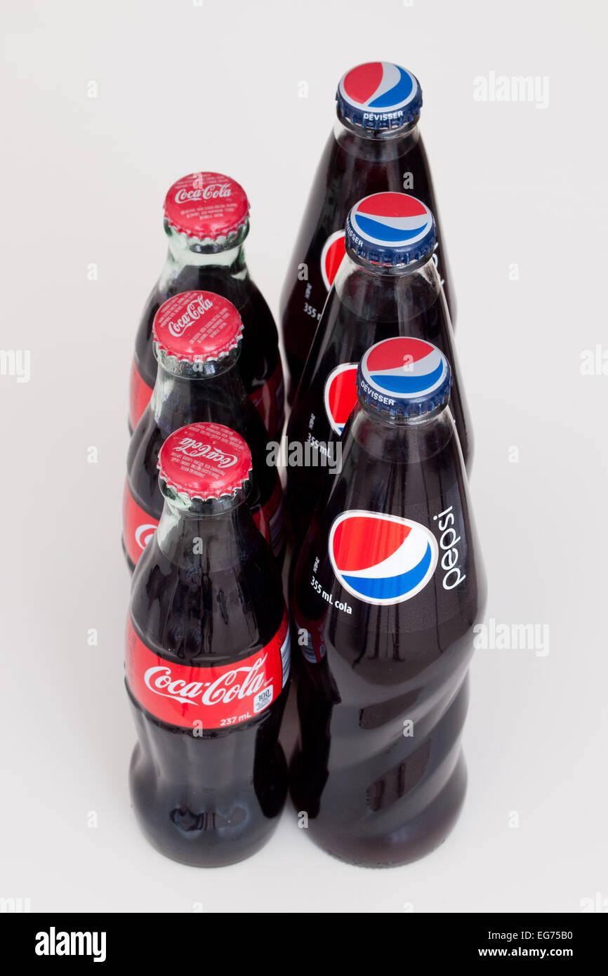 Glass bottles of Coke (Coca-Cola) and Pepsi (Pepsi-Cola). - Stock Image