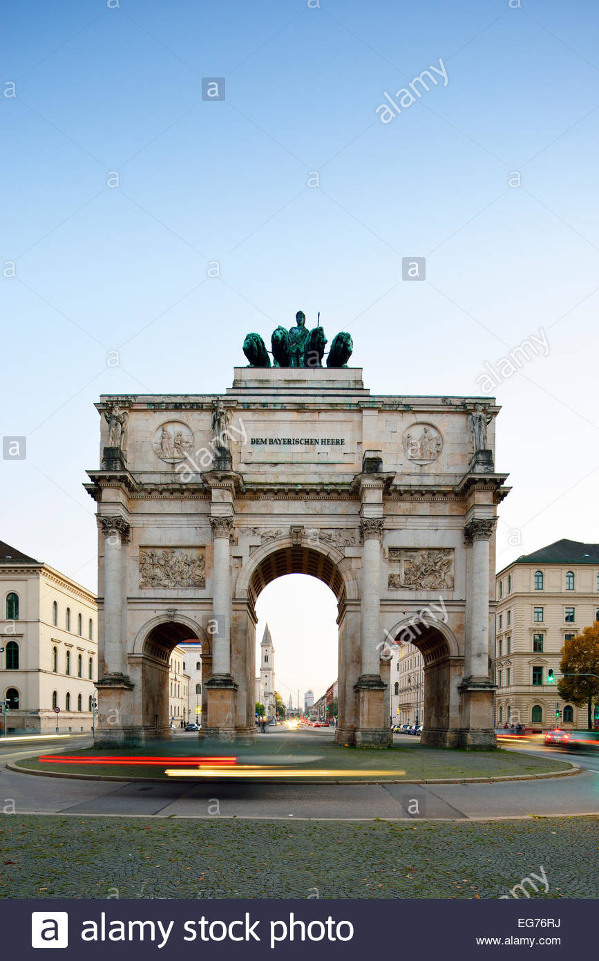Germany, Bavaria, Munich, Siegestor at blue hour - Stock Image