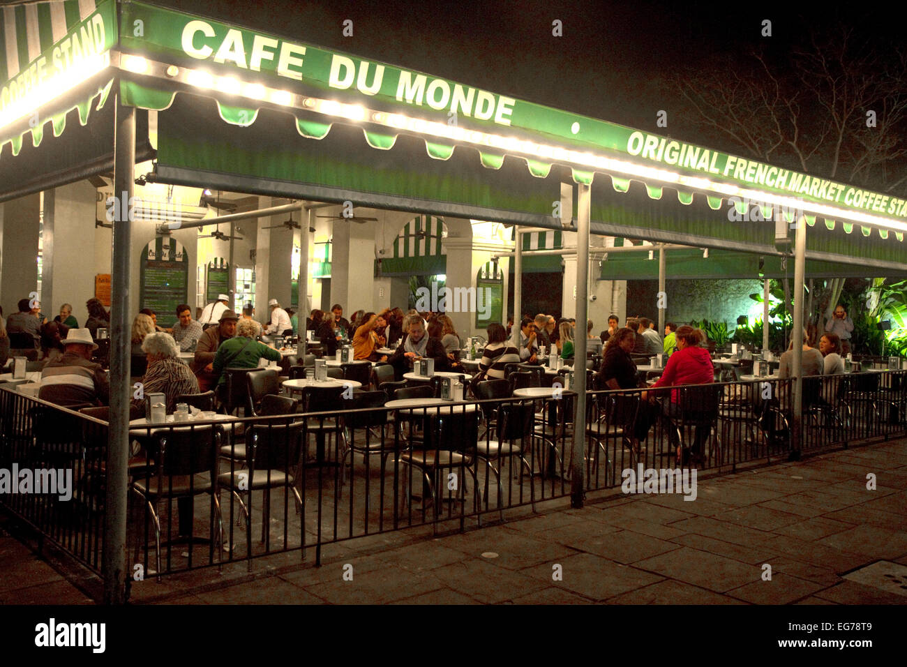 Exterior of Cafe Du Monde in the French Quarter, New Orleans, Louisiana, USA. - Stock Image