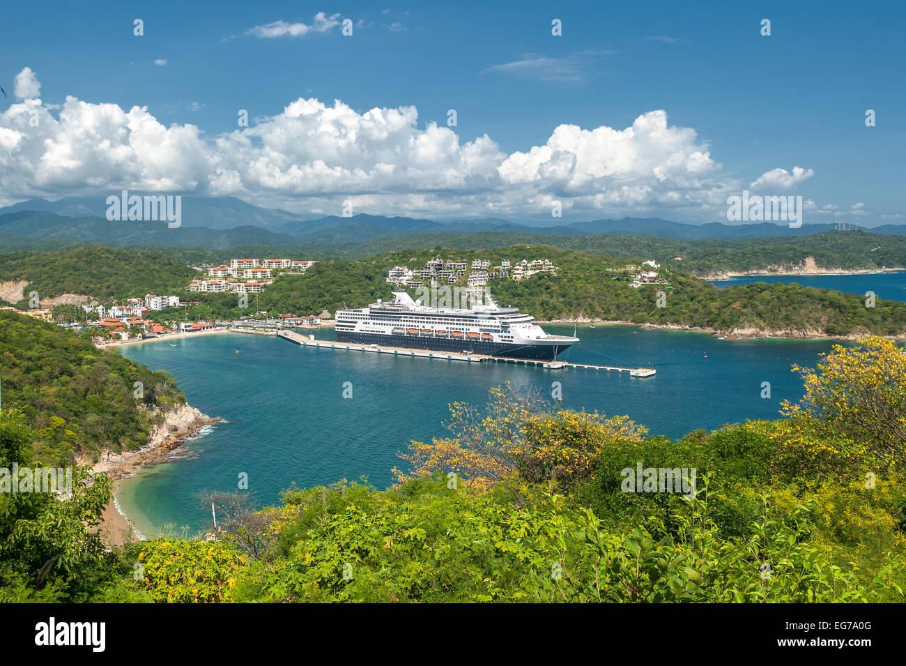 SANTA MARIA HUATULCO, OAXACA, MEXICO - November, 04, 2013: Cruise liner in Santa Maria Huatulko bay - Stock Image