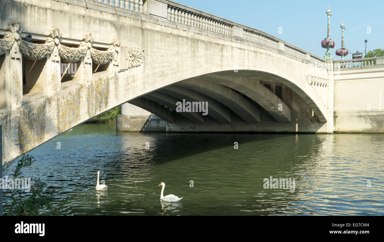 Maidenhead Bridge is a Grade I listed bridge carrying the A4 road over the River Thames between Maidenhead, Berkshire - Stock Image