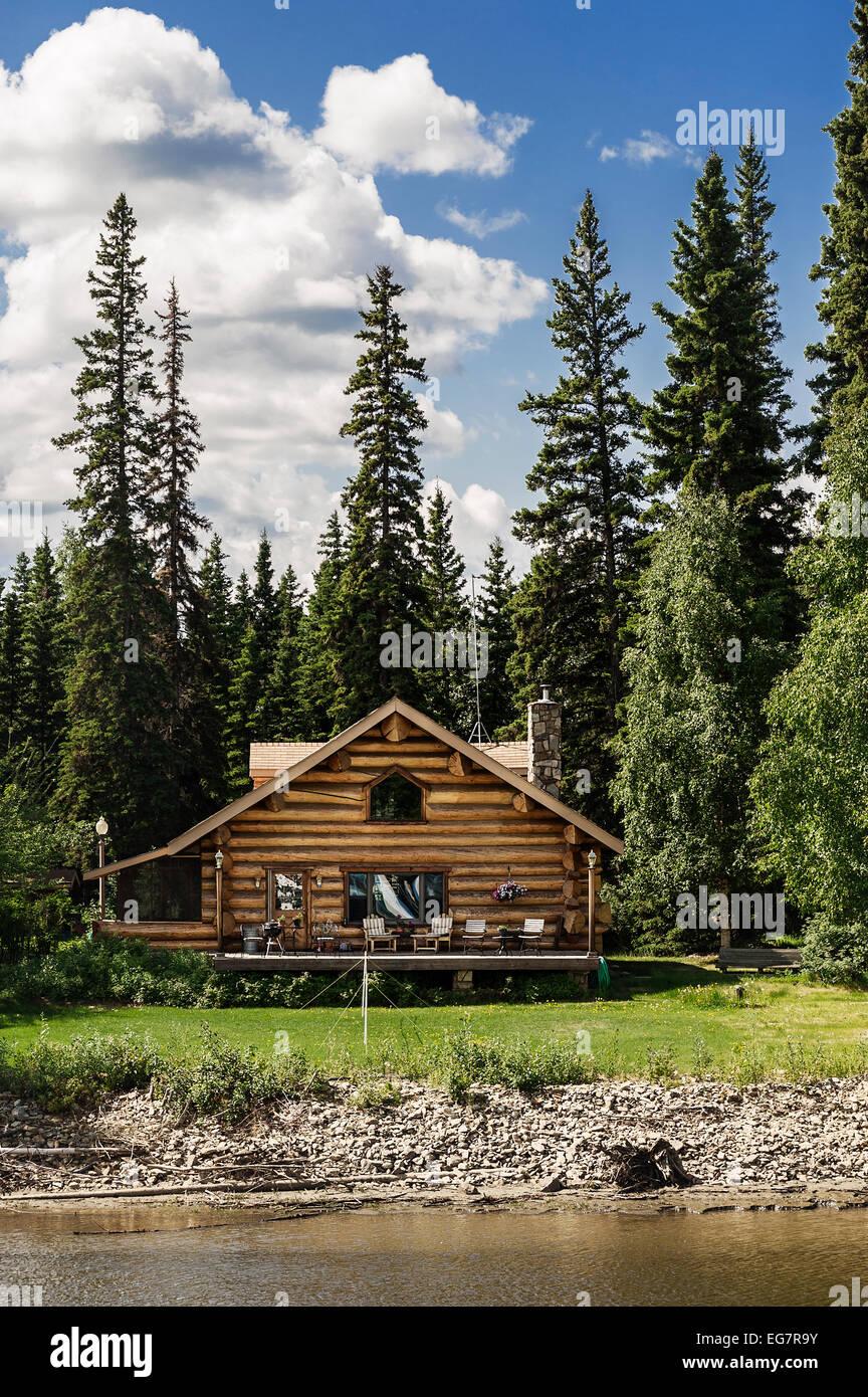 Log cabin home on the banks of the Chena River, Fairbanks, Alaska, USA - Stock Image