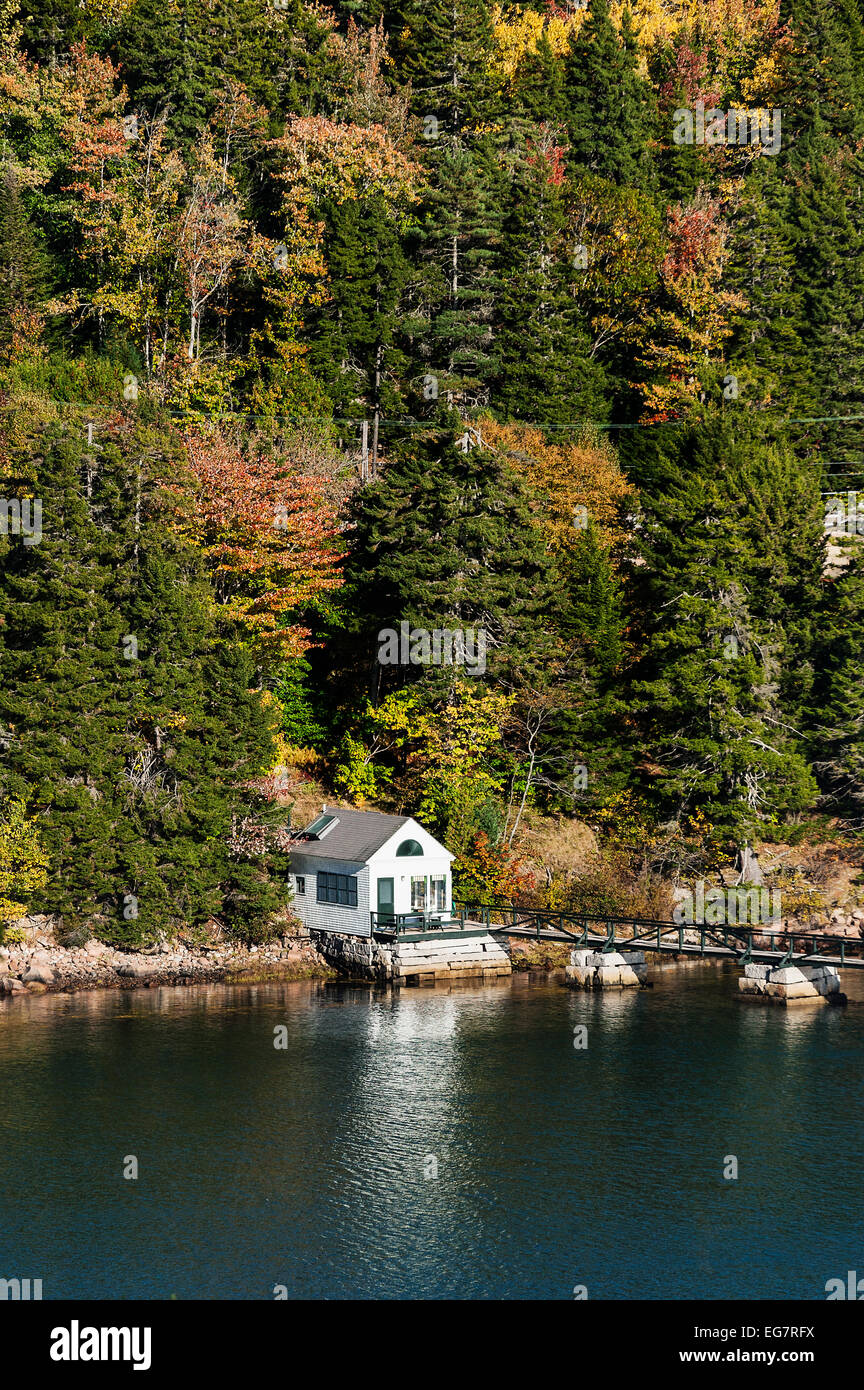 Waterfront cottage, Northeast Harbor, Mount Desert Island, Maine, USA - Stock Image