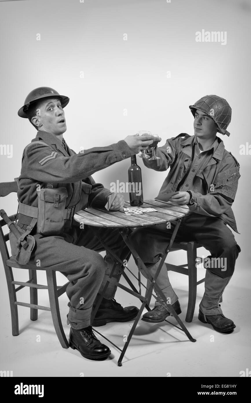 an English soldier and an American soldier drink a glass of wine in black and white - Stock Image