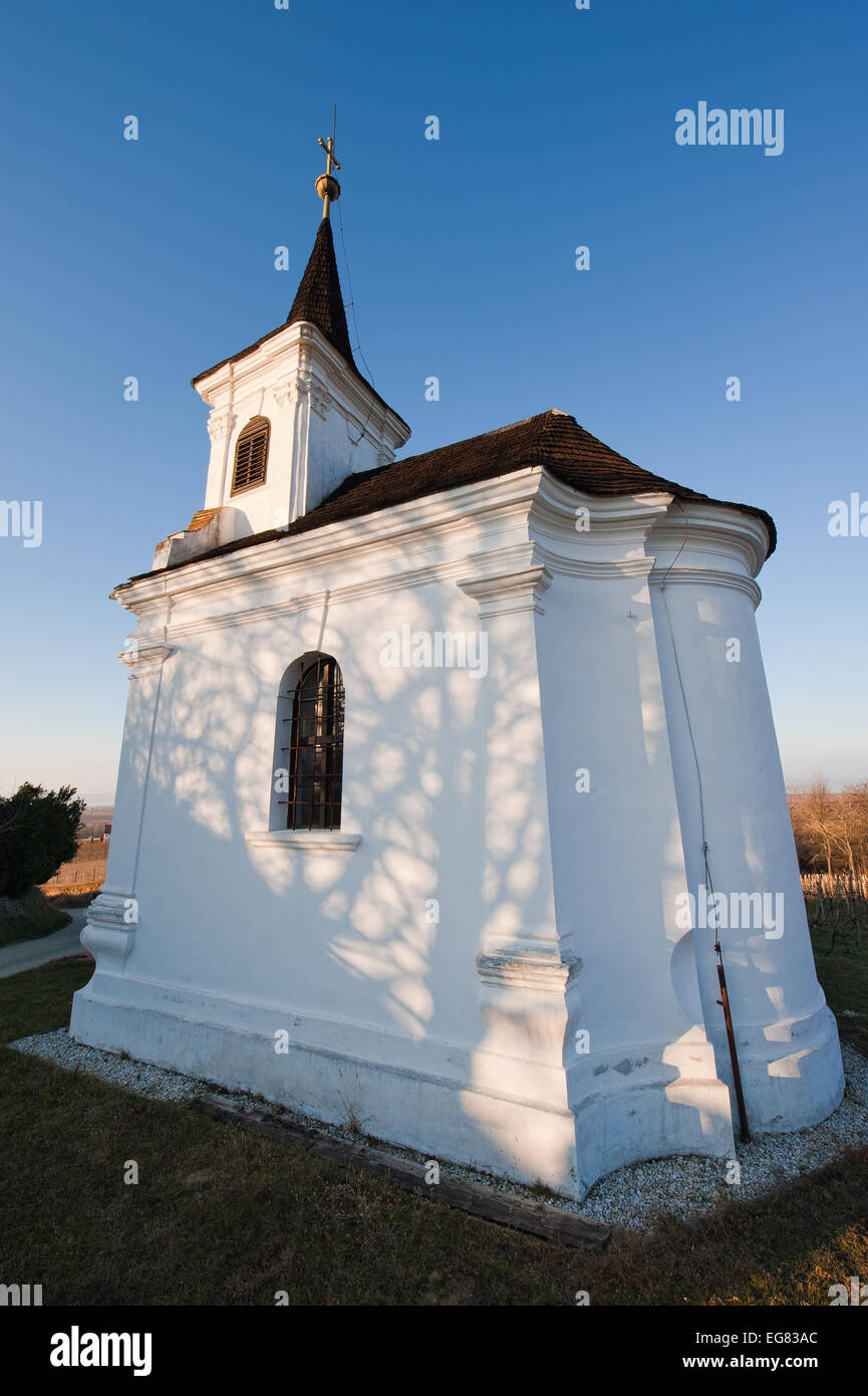 Small chapell on the hill at a wineyard with blue sky - Stock Image