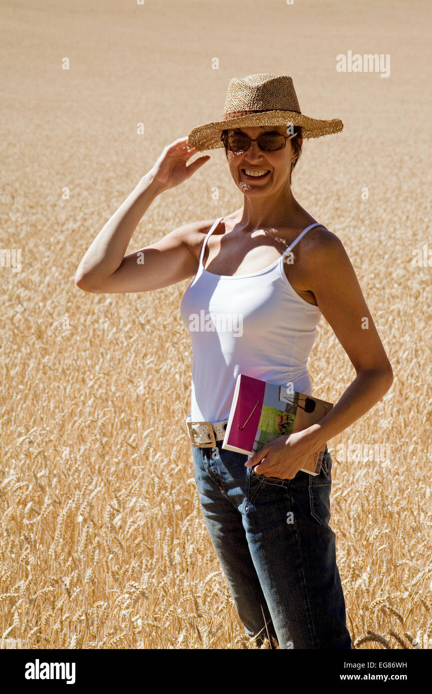 Woman in a wheat field mujer y campo de trigo en valdenocesa burgos castilla leon españa - Stock Image