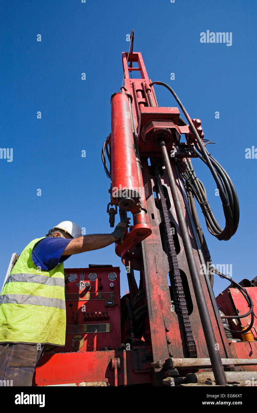 Drilling equipment for the realization of geotechnical reports equipo de sondeo para la realizacion de informes - Stock Image