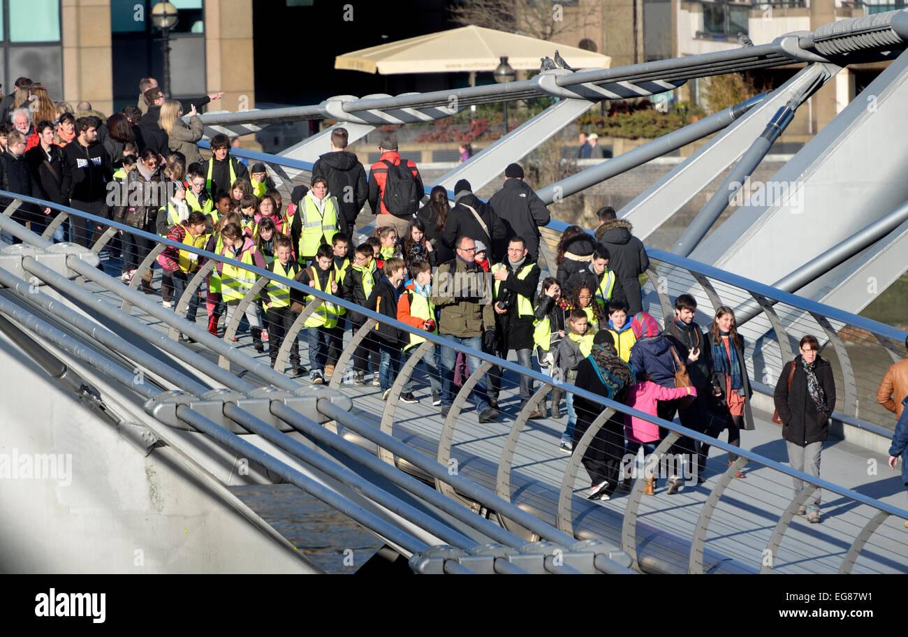 London, England, UK. Schoolchildren in hi-vis jackets crossing the Millennium Bridge - Stock Image