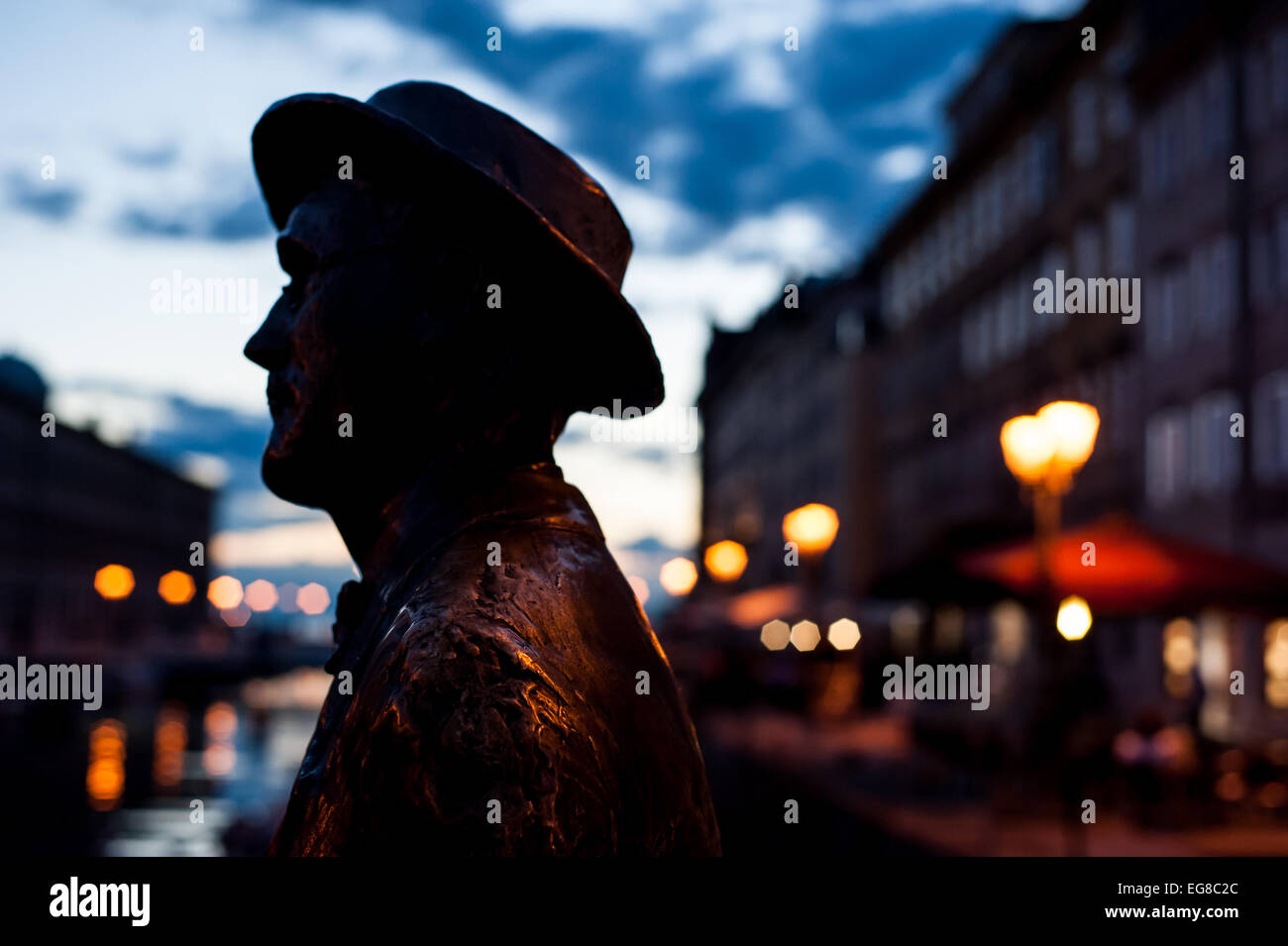The silhouette of James Joyce's statue on the literary trail on the Gran Canale in Trieste, Italy - Stock Image