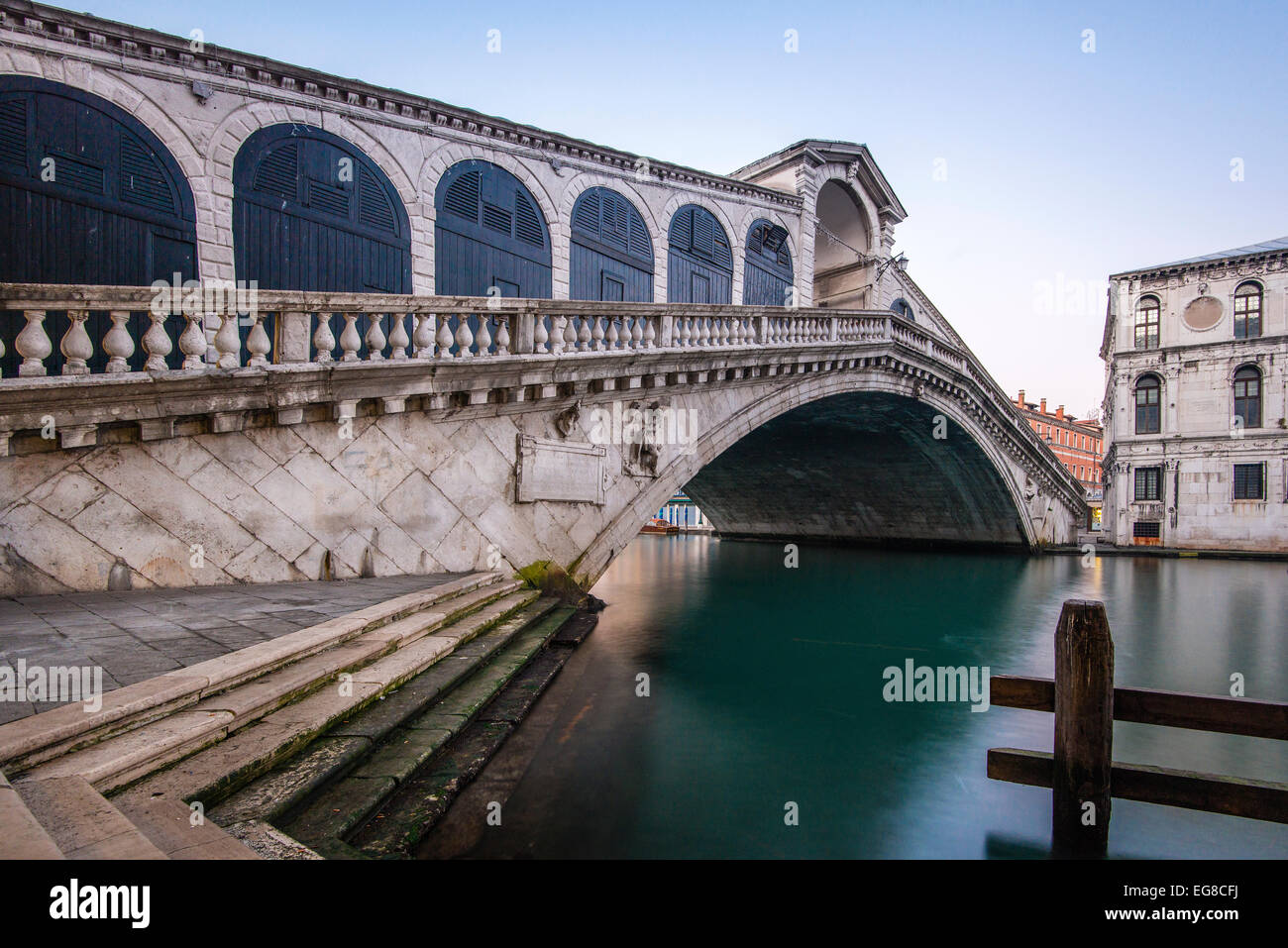 Rialto Bridge at dawn, Venice, Veneto, Italy - Stock Image