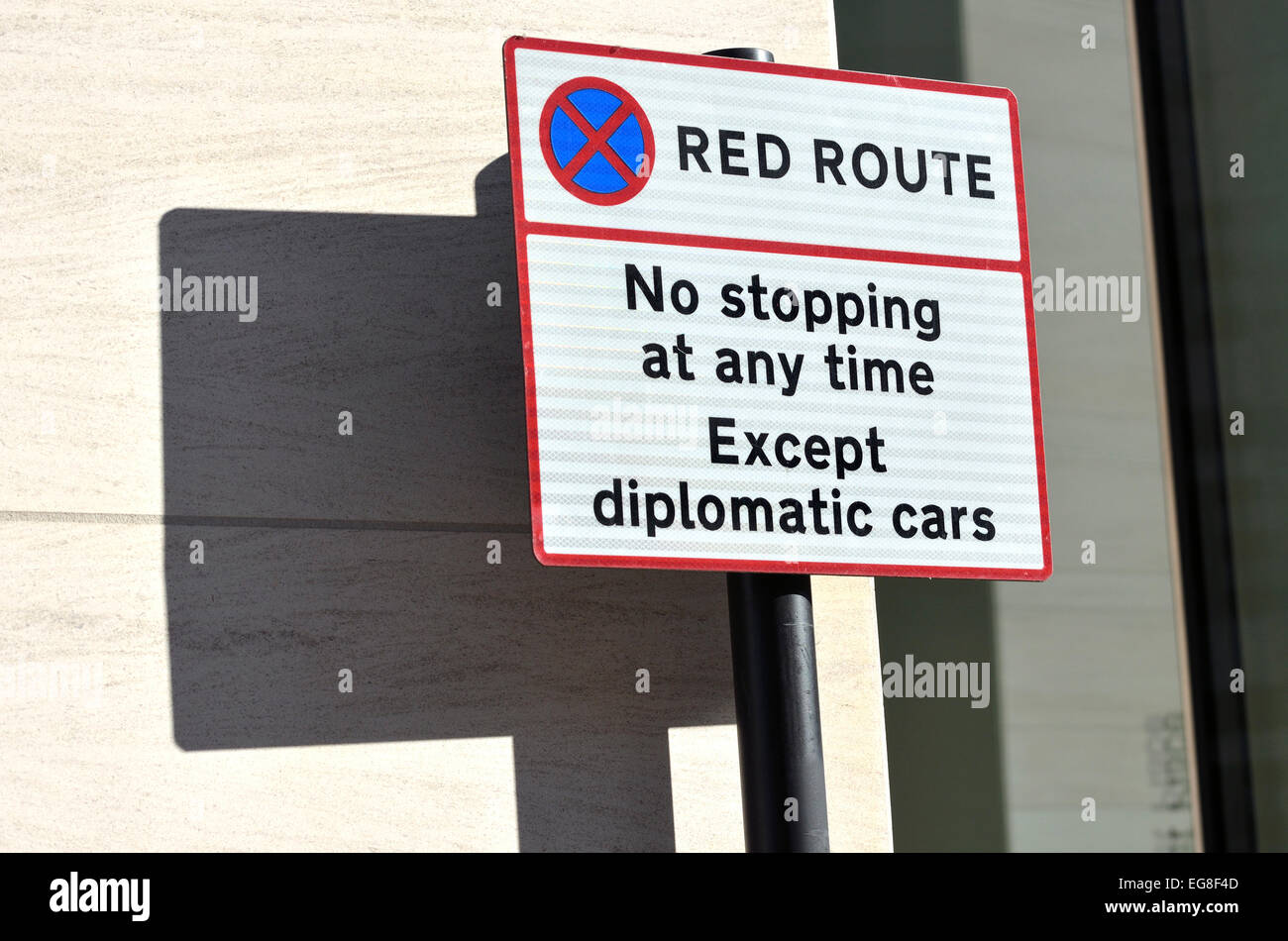 London, England, UK. Red route sign in Farringdon Road - Stock Image