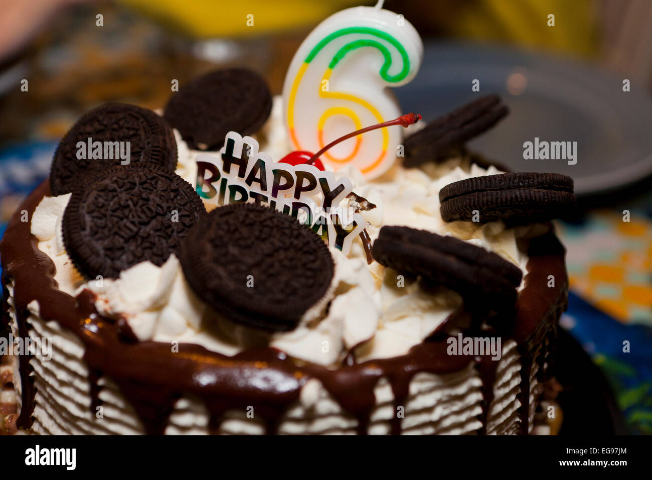 Chocolate Oreo cookies birthday cake for 6 year old child - USA - Stock Image