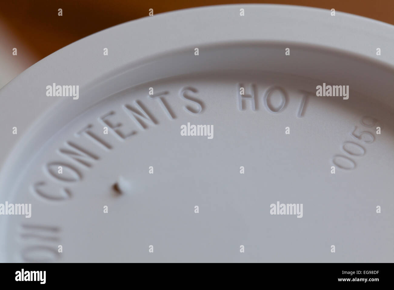 Contents Hot warning message on coffee cup lid - USA - Stock Image