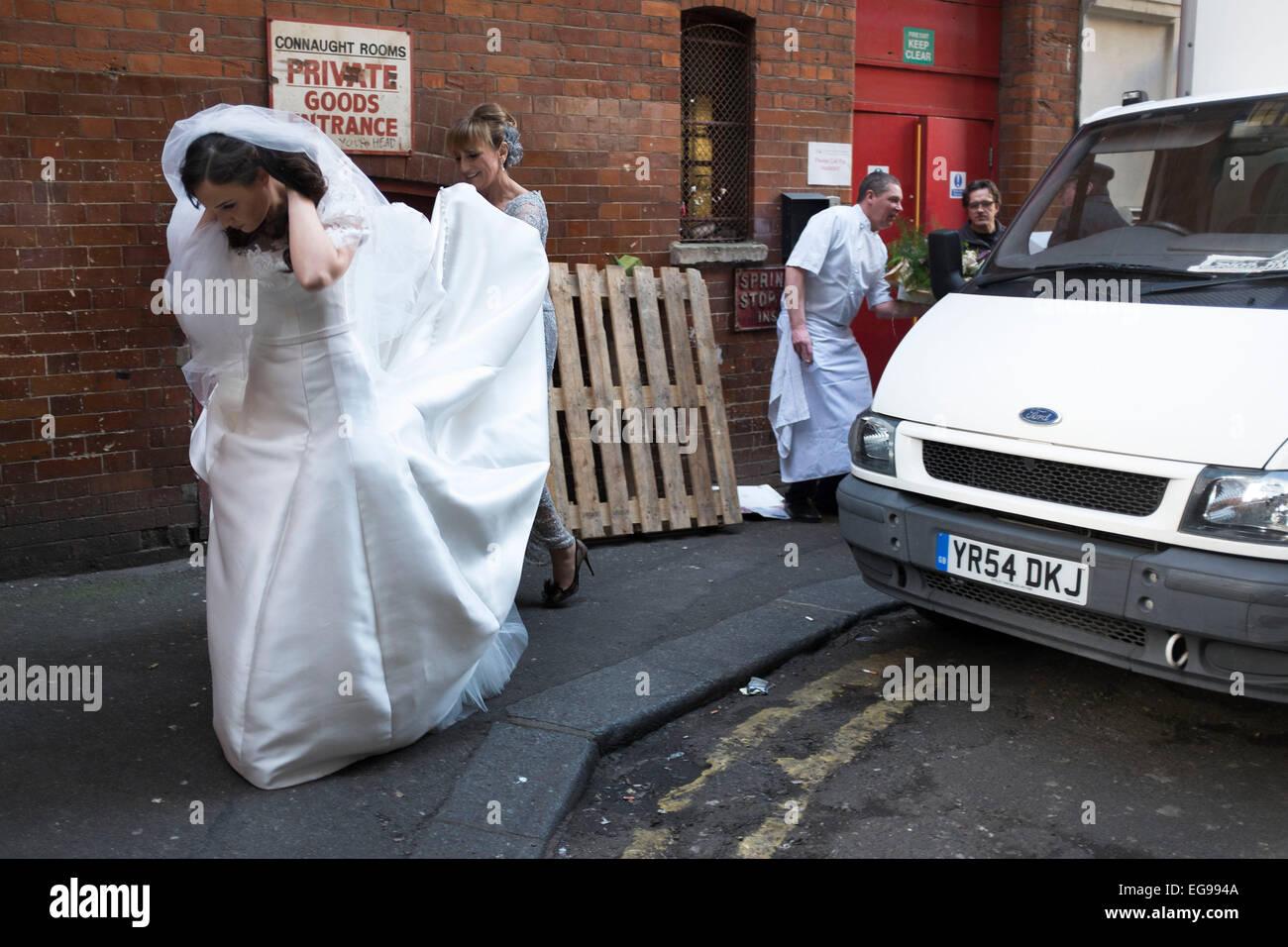 Bride arrives for her wedding in a vintage Rolls Royce, making her entrance via the 'Goods entrance' at - Stock Image