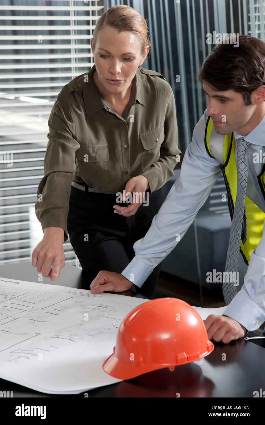 Architect talking about plans with foreman - Stock Image