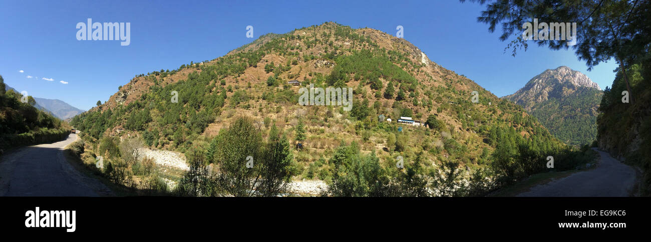 India, Himachal Pradesh, Tirthan Valley, Wooded mountain against clear sky - Stock Image