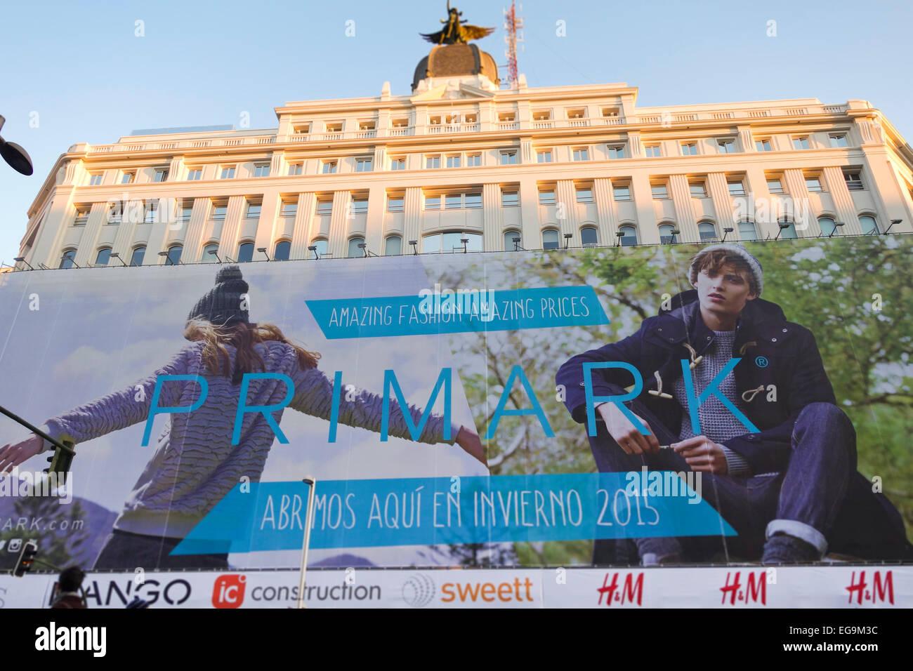 Building Paris-Madrid with huge advertisement opening Primark, Madrid, Spain. - Stock Image