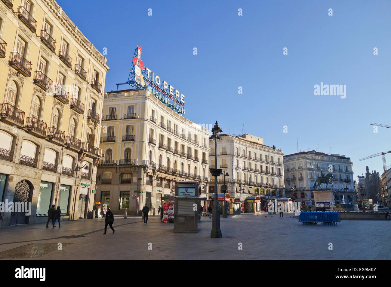 Radial gate stock photos radial gate stock images alamy for Tio pepe madrid puerta del sol