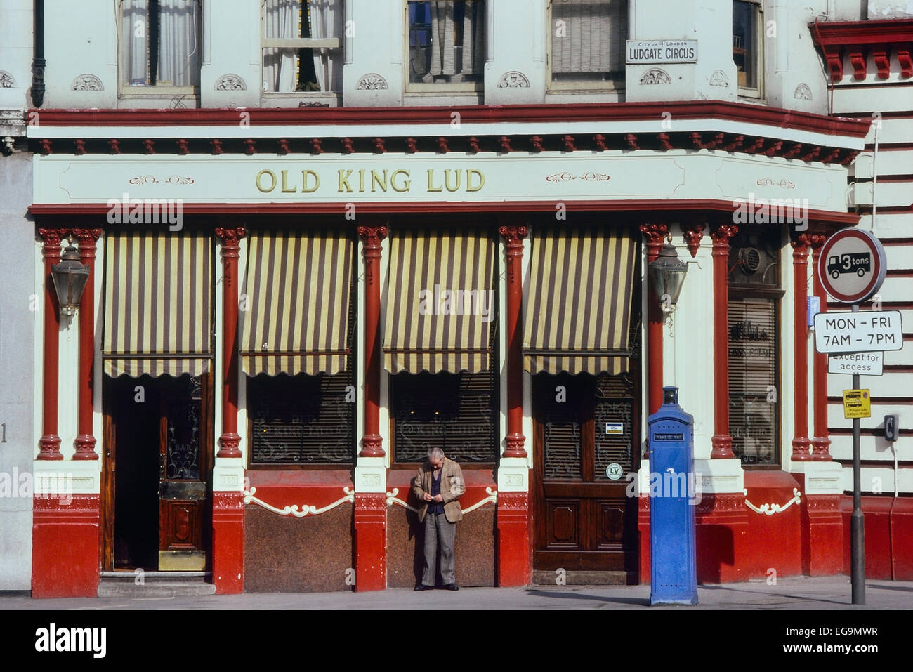 Old King Lud public house. Ludgate Circus. London. UK. Circa 1980's - Stock Image