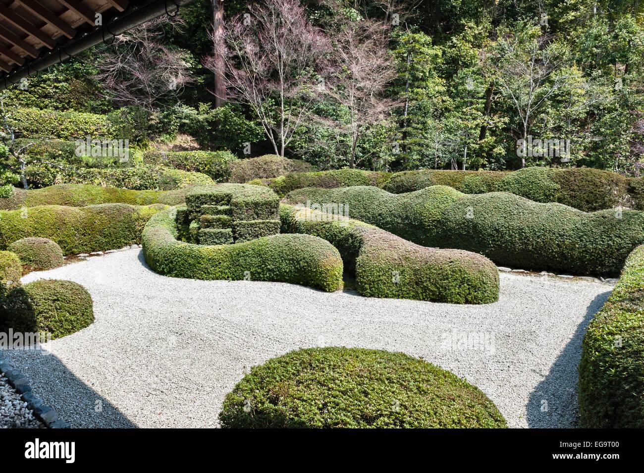 Daichi-ji Zen Buddhist temple, Shiga, Japan. The 17c Horai garden by Kobori Enshu with its clipped azaleas - Stock Image