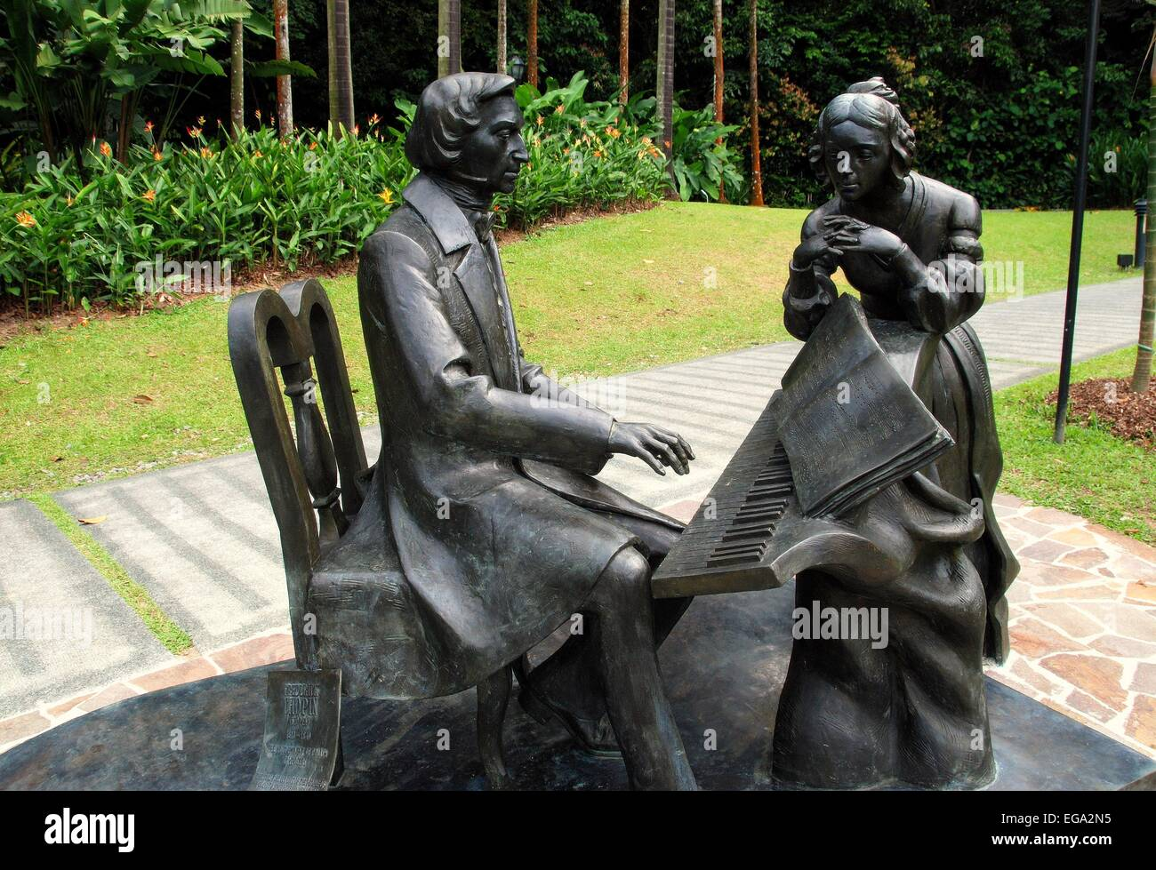 Singapore:  Sculpture of Frédéric Chopin at the piano with author George Sand looking on at the Singapore - Stock Image