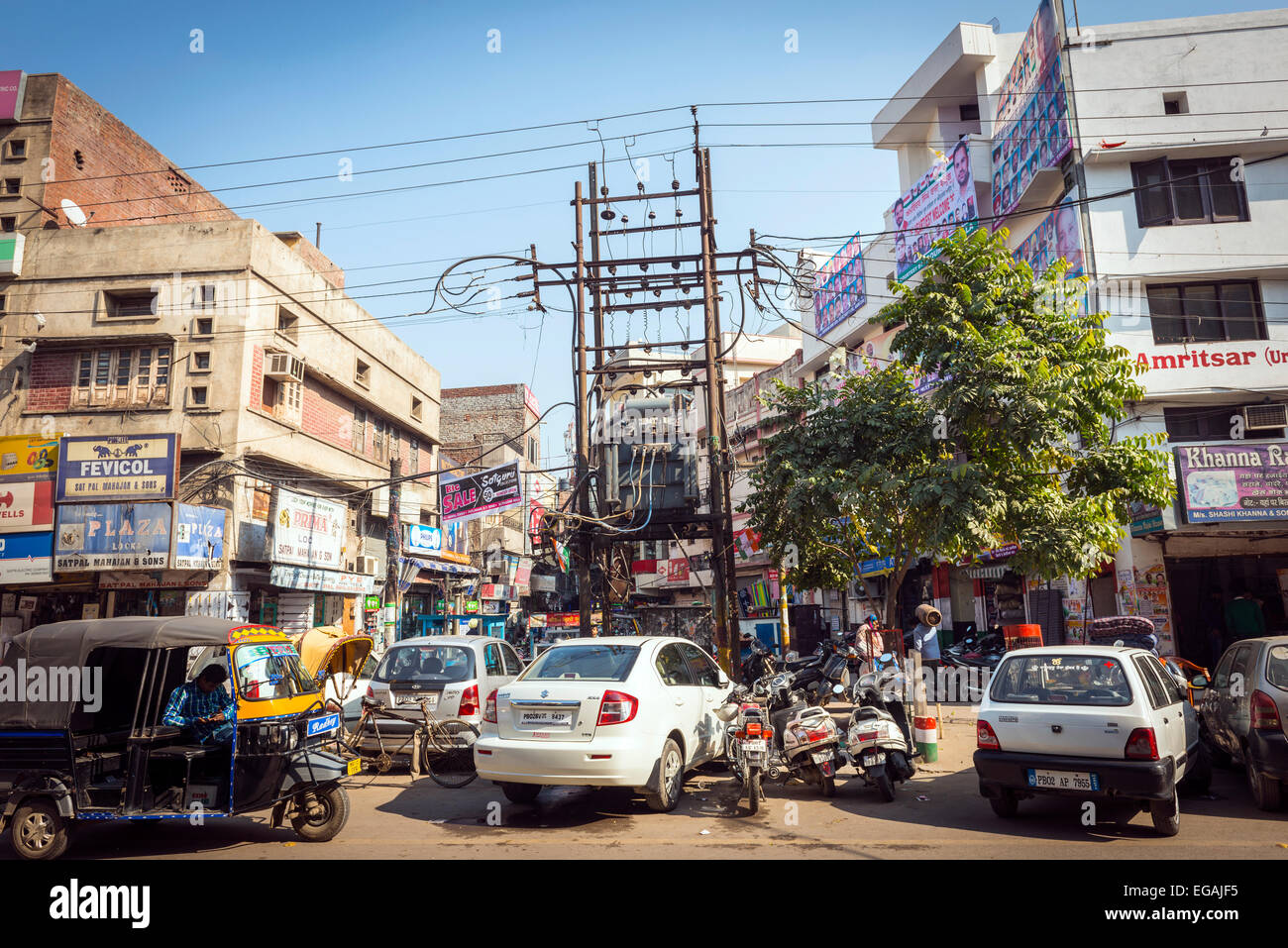 A tangle of electrical wiring on a city centre street in Amritsar, Punjab, India - Stock Image