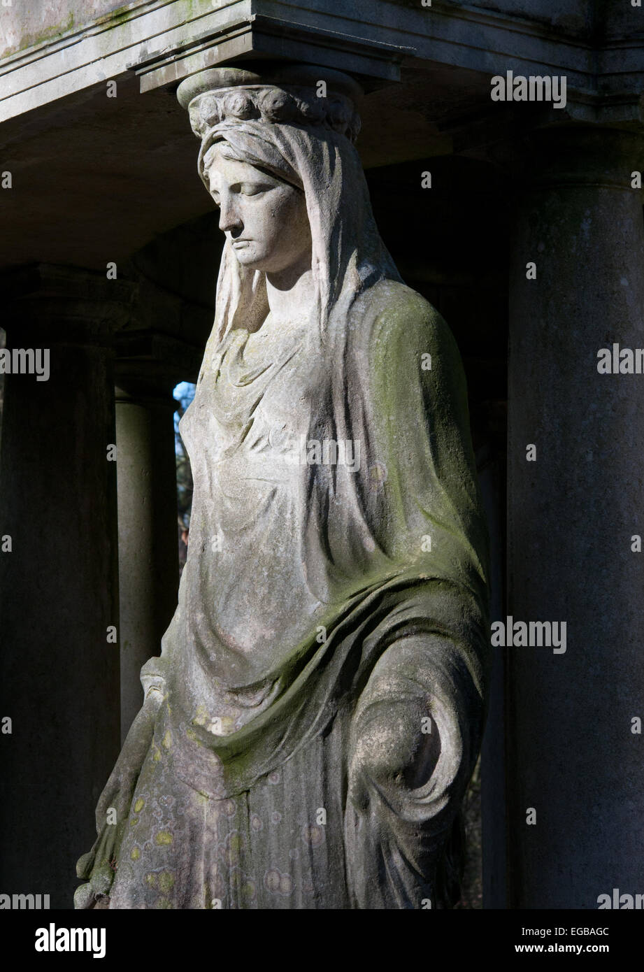 Grieving angel stone sculpture on grand tomb, Stahnsdorf Cemetery near Berlin - Stock Image