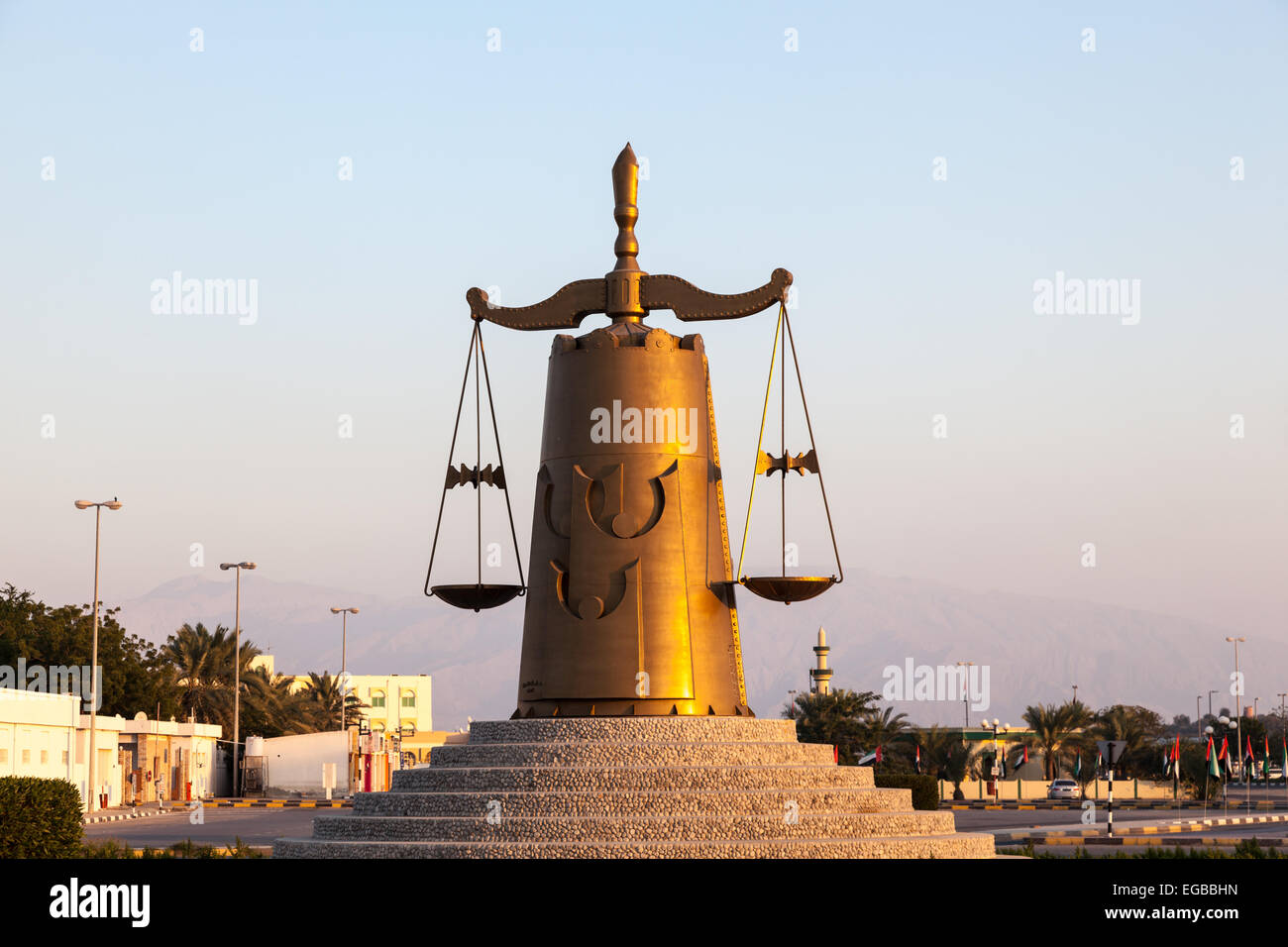 Roundabout with scales of justice statue in Ras Al Khaimah - Stock Image